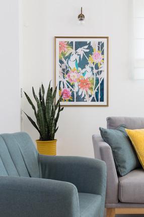 אומנות ואקססוריז המשתלבים עם הצבעוניות הכוללת