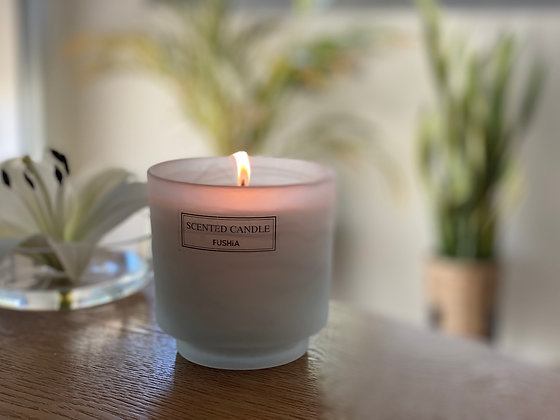 White frosted elegant scented candle. h:10cm d:9.5cm