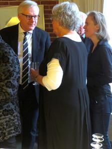 Borgmester Jens Ive og Ulla . Th. står Katrinee Thygesen, kommunens kunstkonsulent
