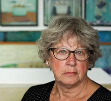 Ulla Bjervig - billedkunstner - i atelieret.