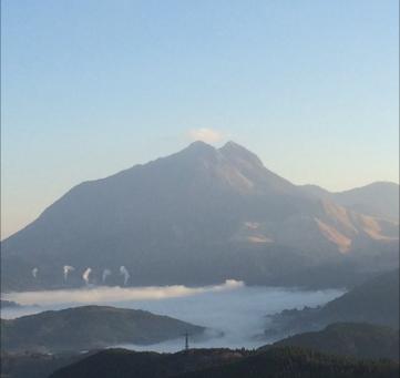 元祖、朝霧の町 湯布院の朝