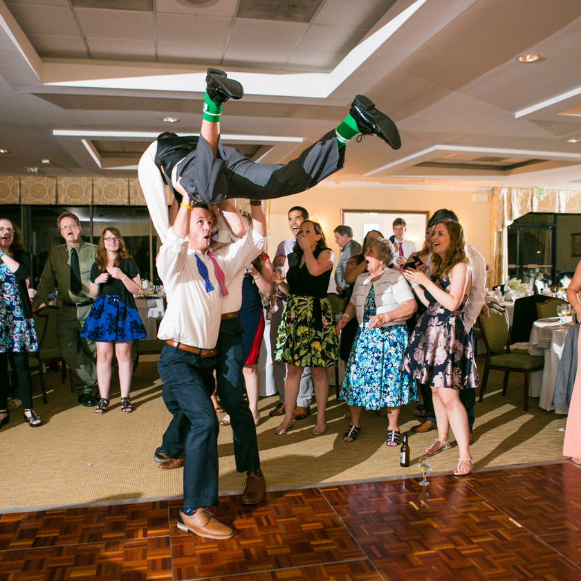 two guys recreate the lifting scene from dirty dancing at wedding