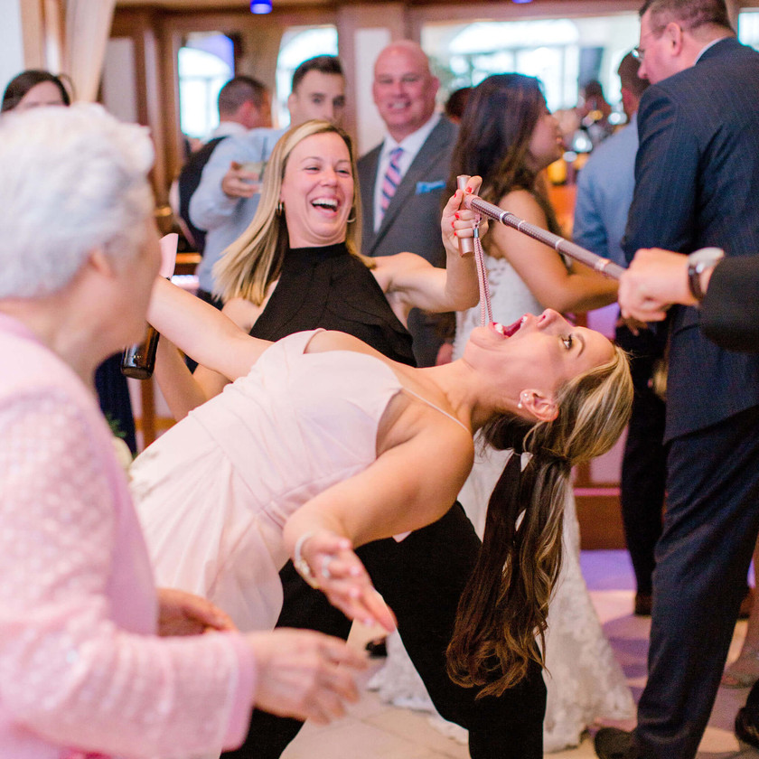 bridesmaid does limbo