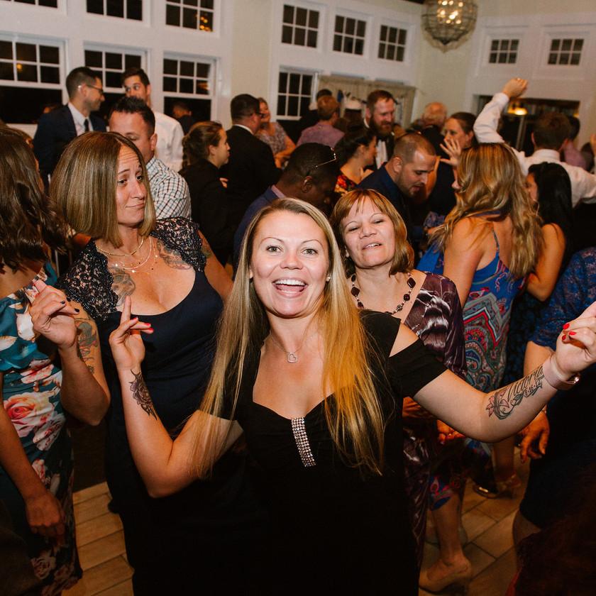 wedding guests dance