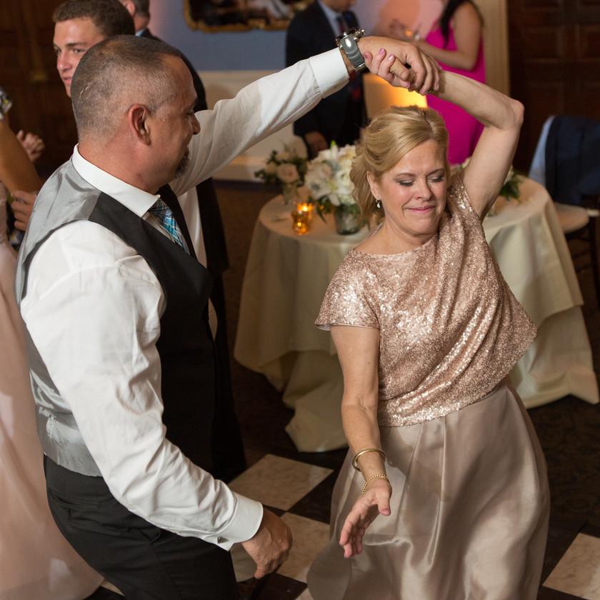 parents dance at wedding