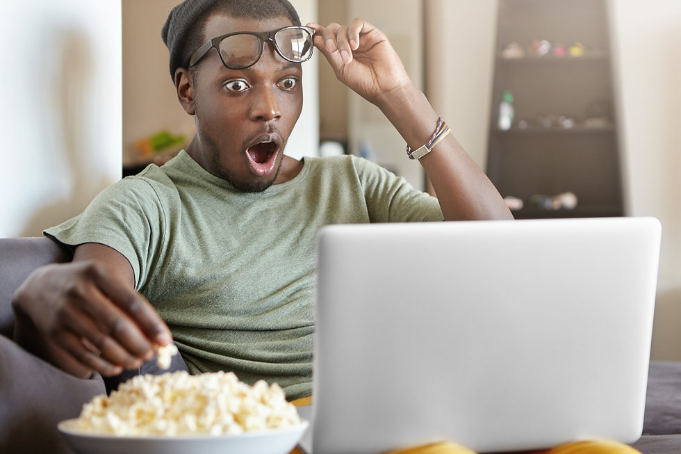Black man popcorn AdobeStock_149773650.j