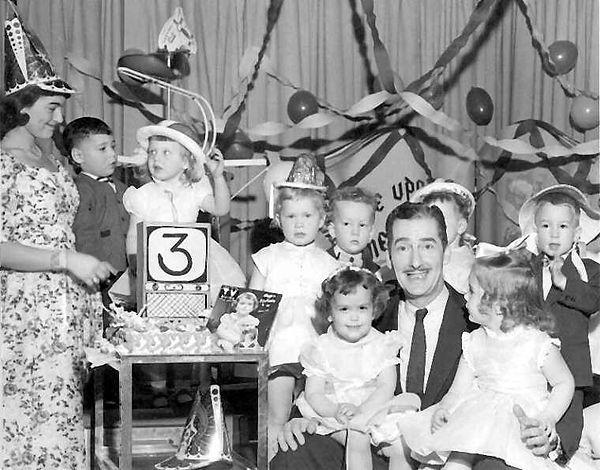 Alan Scott kids birthday party 1956.jpg