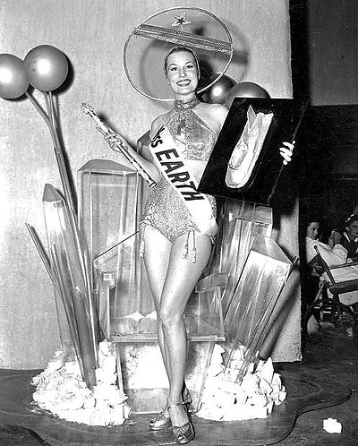1953 Abbott and Costello Go to Mars, Miss Earth