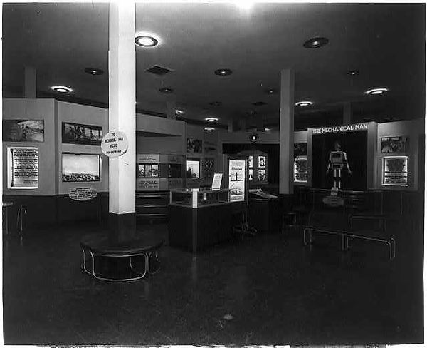 Mechanical Man exhibit in Federal Building, 1936