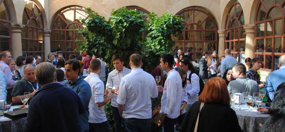 Comidas en el claustro de la Fundación Duques de Soria