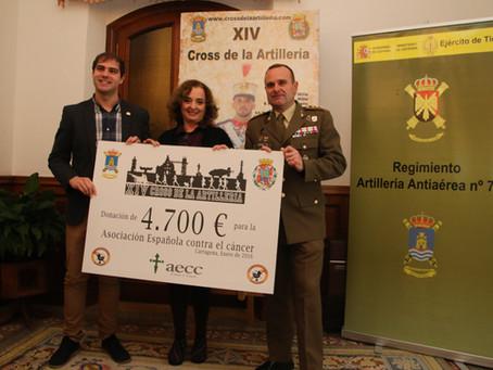 El Cross de la Artillería entrega el cheque solidario a la Asociación Española Contra el Cáncer.-