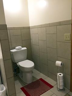 bathroom-toilet.png