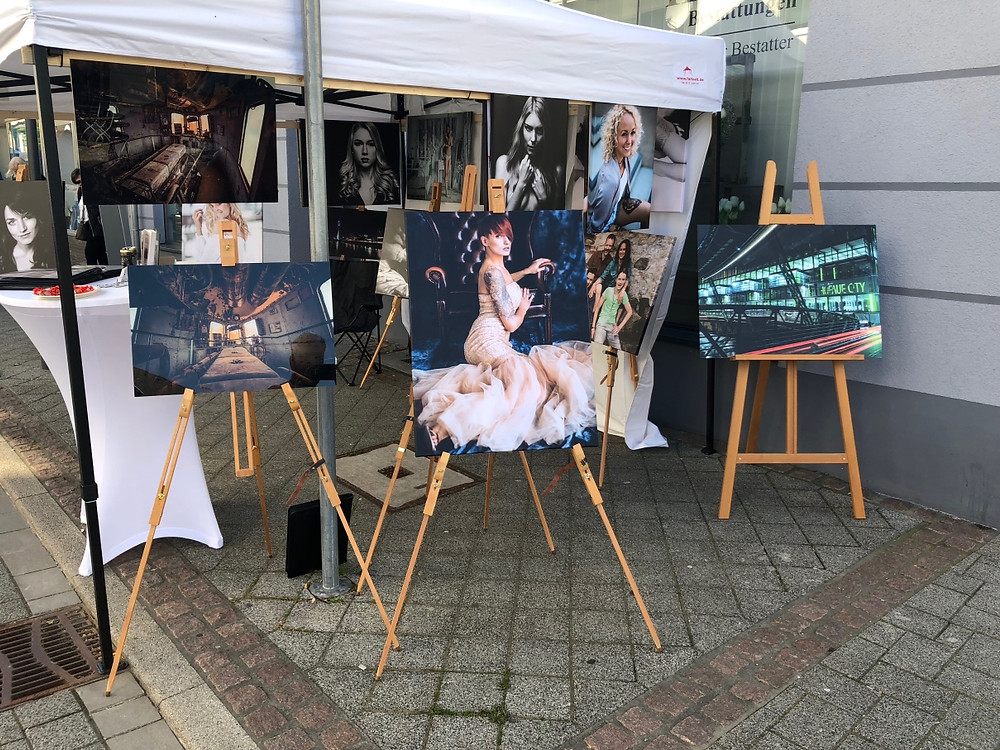 Heute feierte Heiligenhaus in seiner Innenstadt ein Frühlingsfest. Da ich mich als örtlicher Fotograf vorstellen wollte habe die die Change ergriffen und mit einem eigenen Stand meine Arbeiten präsentiert. Viele interessante Gespräche mit den Betrachtern meiner Bilder kamen zu Stande was mich sehr freute.