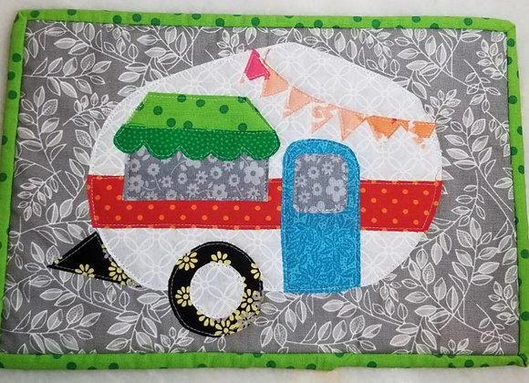 Wall Hanging Retro Trailer Quilted #Qlt-2 - Peach Bunting Turq Door