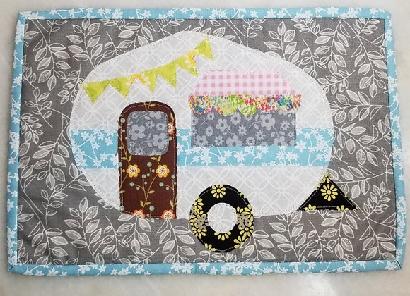 Wall Hanging Retro Trailer Quilted #Qlt-3 - Green Bunting Brwn Door Turq Piping