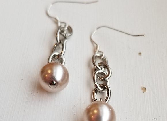 #E-10 - Chain to Pearls Cream