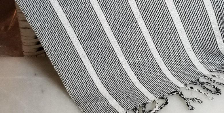 Weaving - Blk/White w Tassles