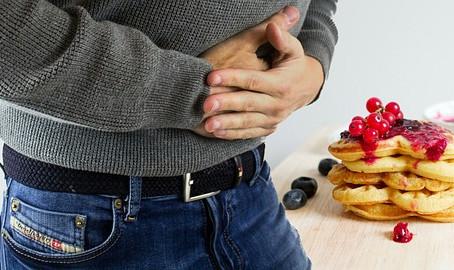 """Gastrite e reflusso: non serve mangiare """"in bianco"""" - cibi giusti e cibi vietati"""