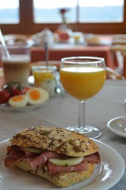 Frühstück in der Pension Regenscheit