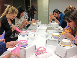 3 Reasons Why You Should Take an In-person Cake Decorating Class!