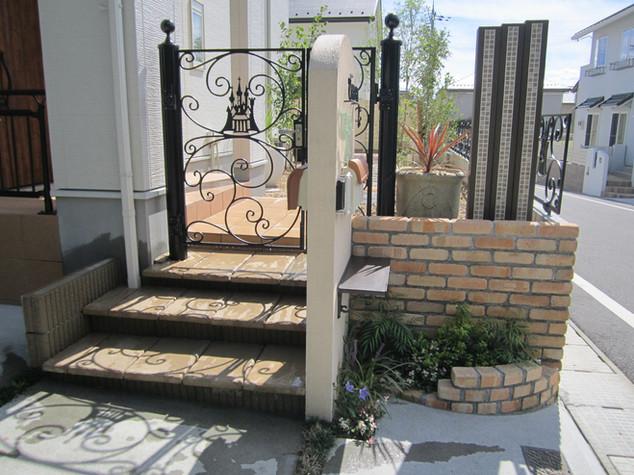 シンデレラ城がデザインされたディズニー門扉