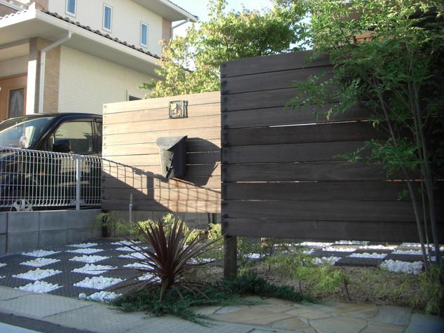 天然目のフェンスで門柱&目隠し