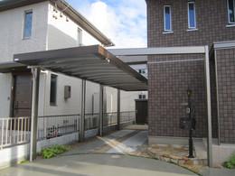 張り出したフレームと木彫の屋根枠が存在感を与えるU.スタイルⅡ