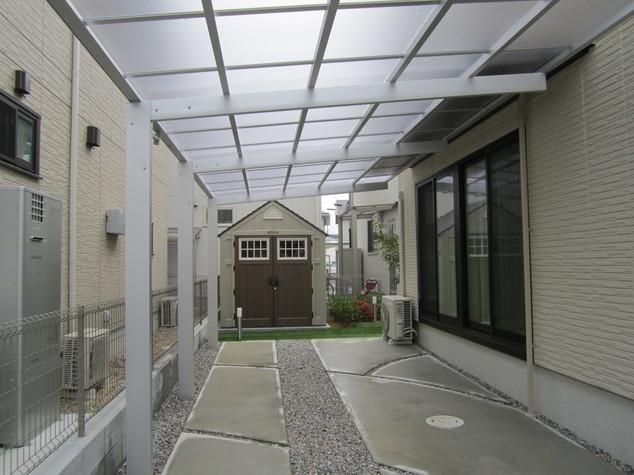 カーポートにもテラスにもなる屋根