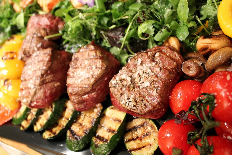 Steaks mit Gemüse