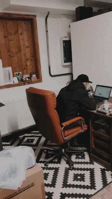 Joachim @ the desk. Lieblingsstuhl.
