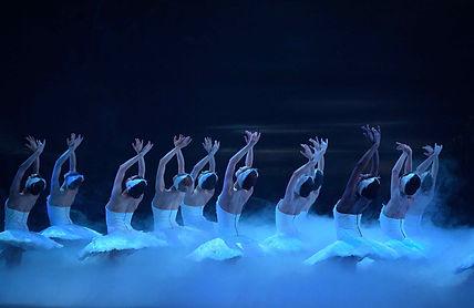 English-National-Ballet-in-Swan-Lake-©-L