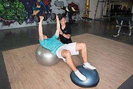 Prise de masse musculaire avec exercice fonctionnel encadré par un personal trainer Body-forme.