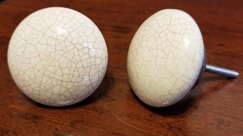 Cream Flat Round Crackle Knob