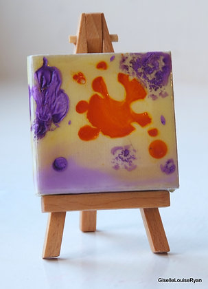 Little (teeny tiny) Cutie with easel LCE018