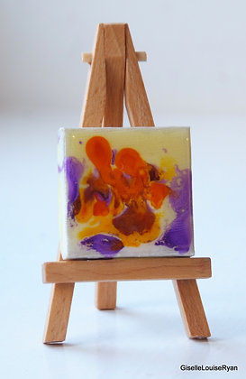 Little (teeny tiny) Cutie with easel LCE019