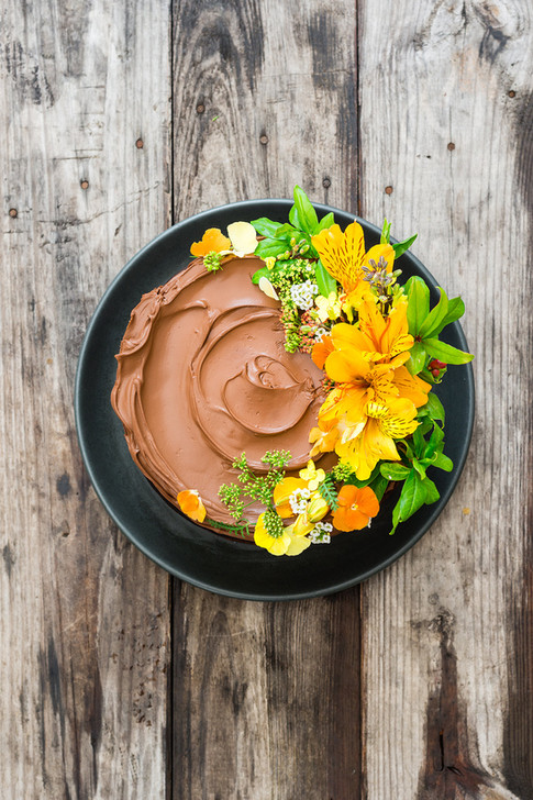 divine chocolate cake with flowers