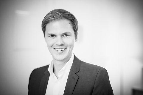 Dr. Jonathan Hager unabhängiger Finanzberater, Versicherungsmakler und Finanzanlagenberater