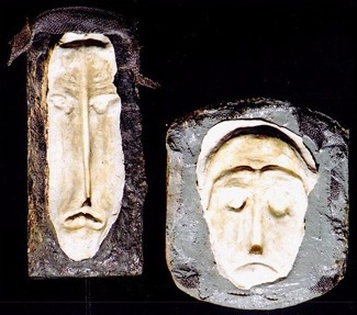 2 máscaras  (cimento, gesso e tela)