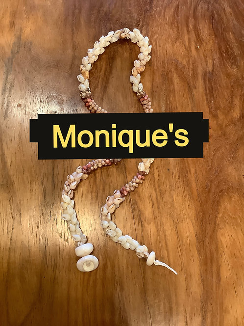 NC62 - RARE HONEY-COLORED AND BLUE MOMI SHELL  NECKLACE