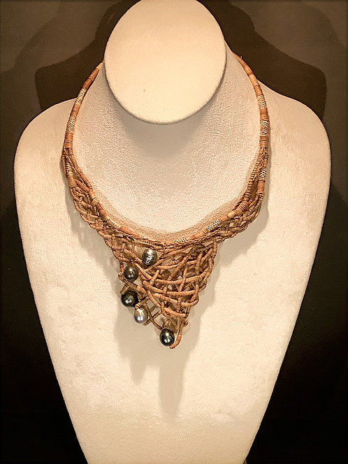 WOVEN WEB COCONUT FIBER NECKLACE WITH FIVE PEARLS