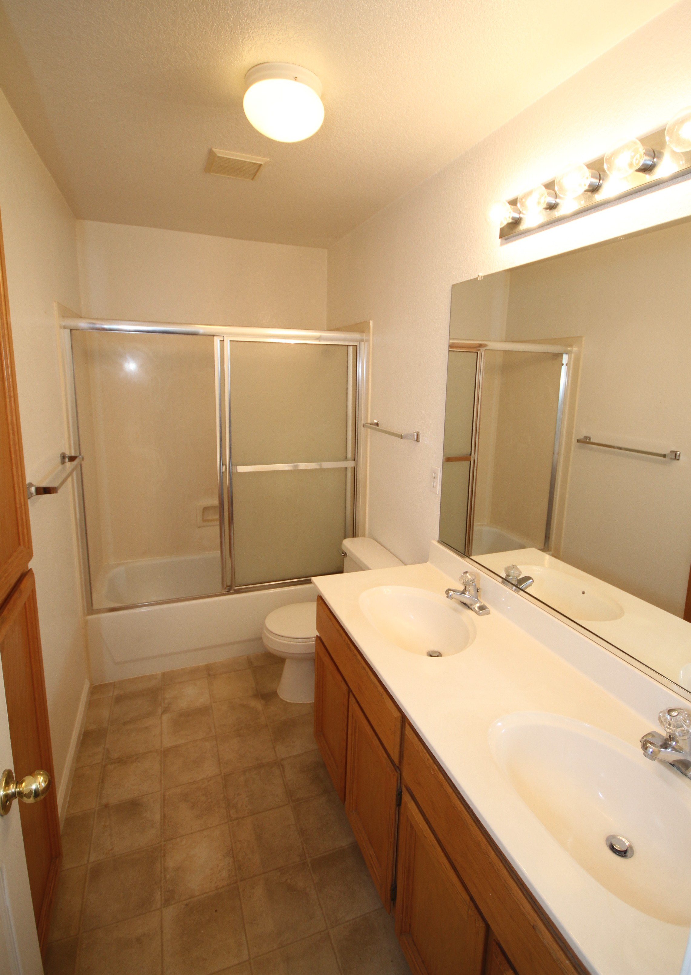 Hall Bath1.JPG