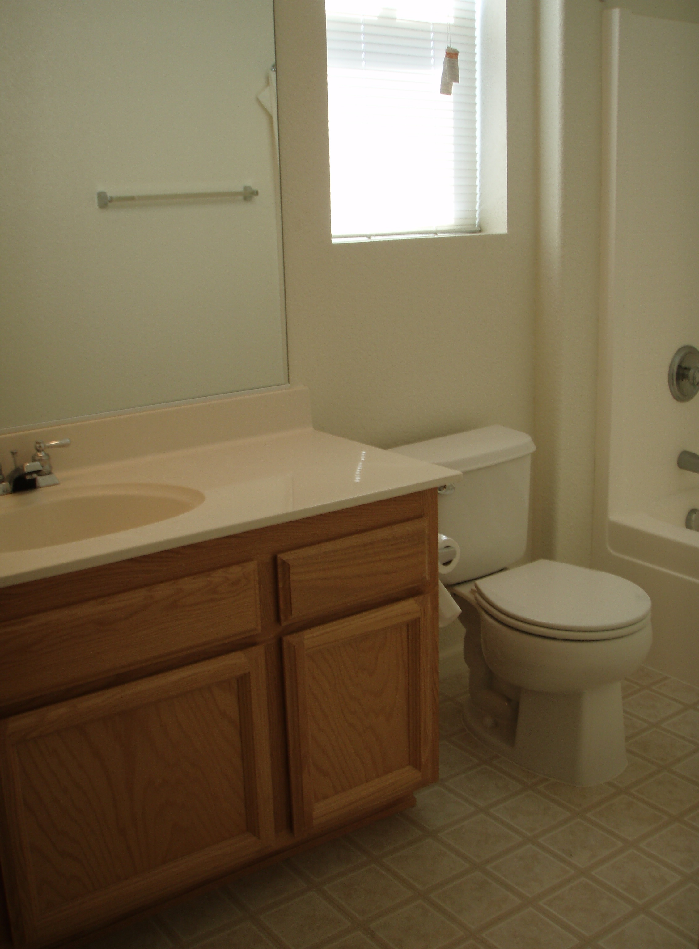 2nd Bathroom2.jpg