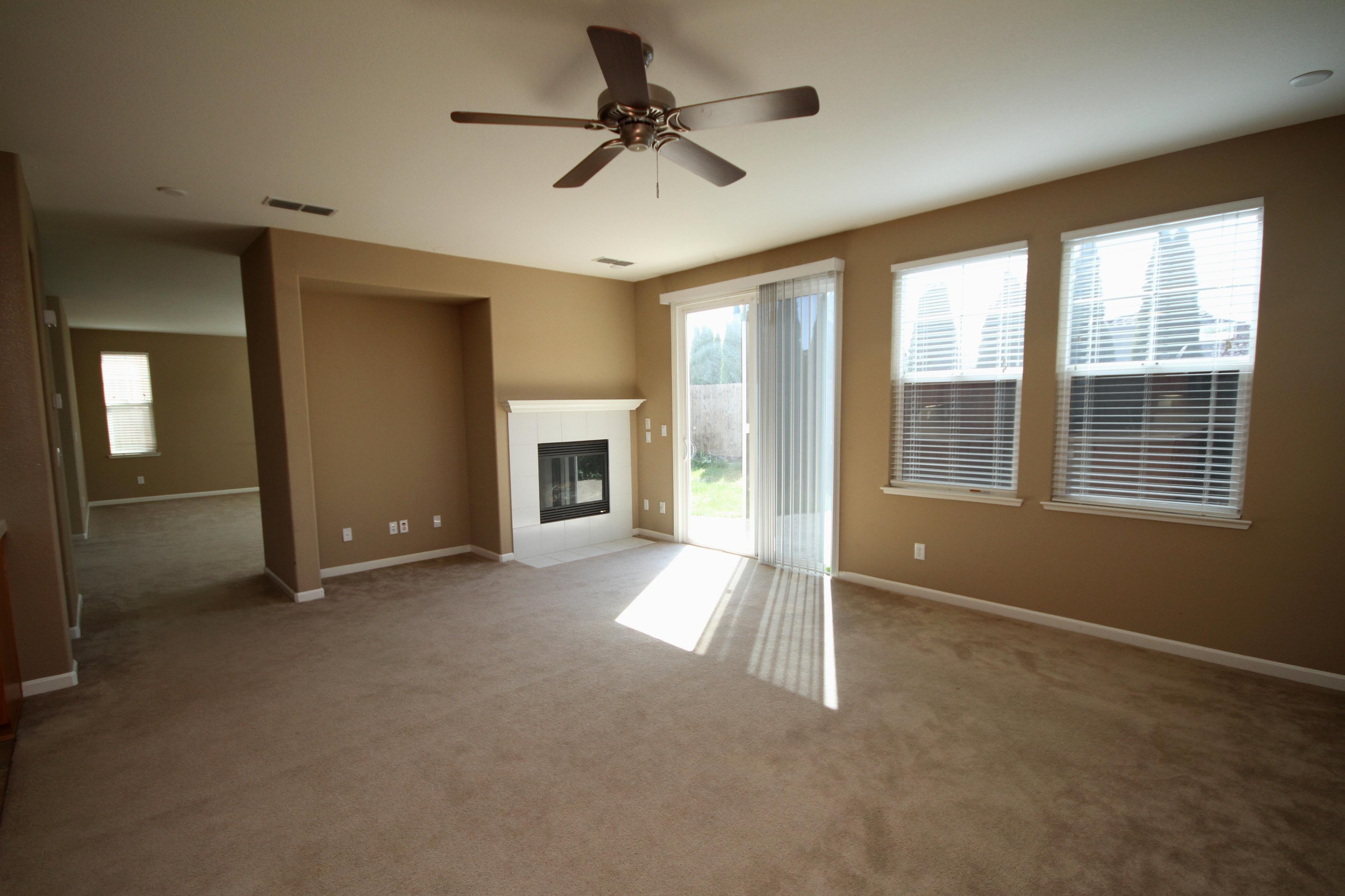 Best Living Room.JPG