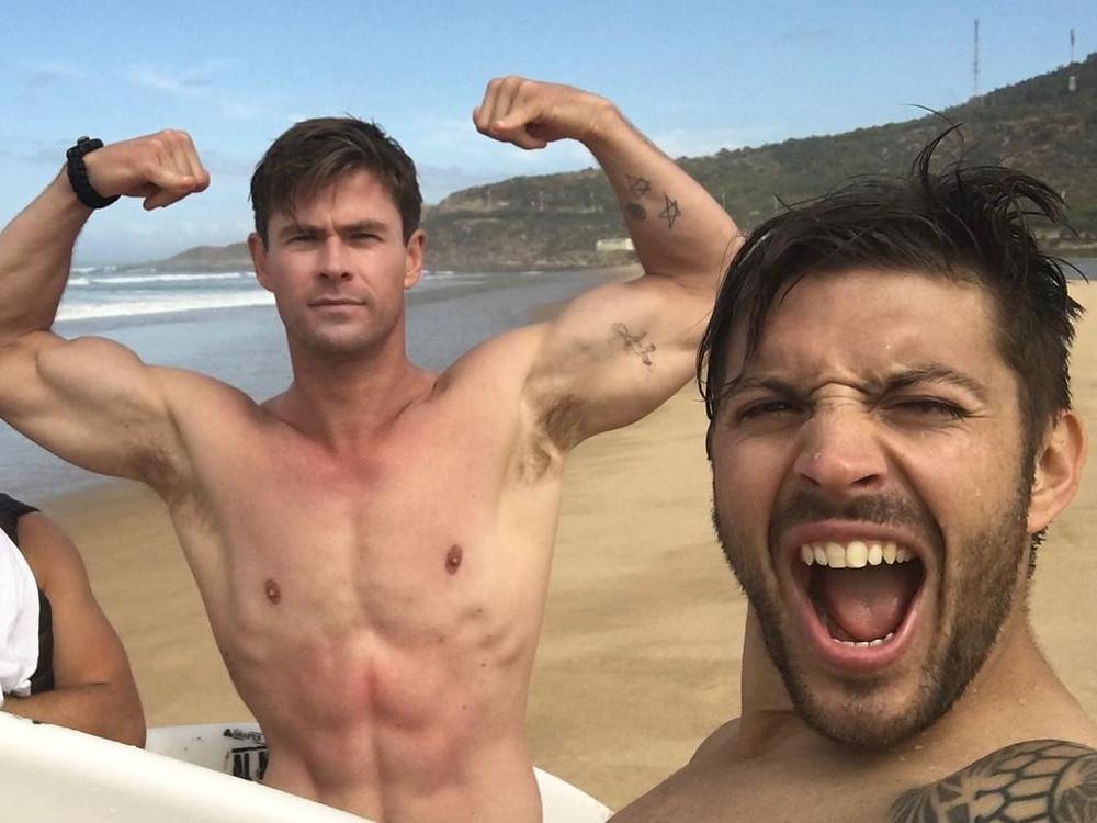 Celebrity trainer, Luke Zocchi, shows The Travel Hop Chris Hemsworth's hotel room workout