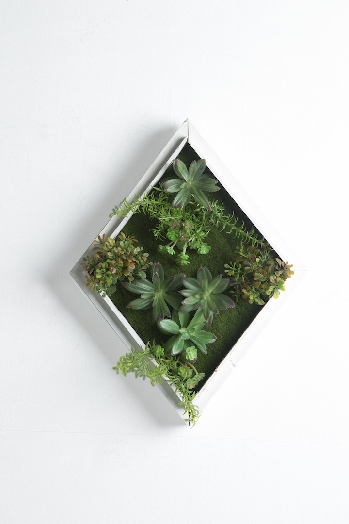 Iora D White Rustic Vertical Garden Til