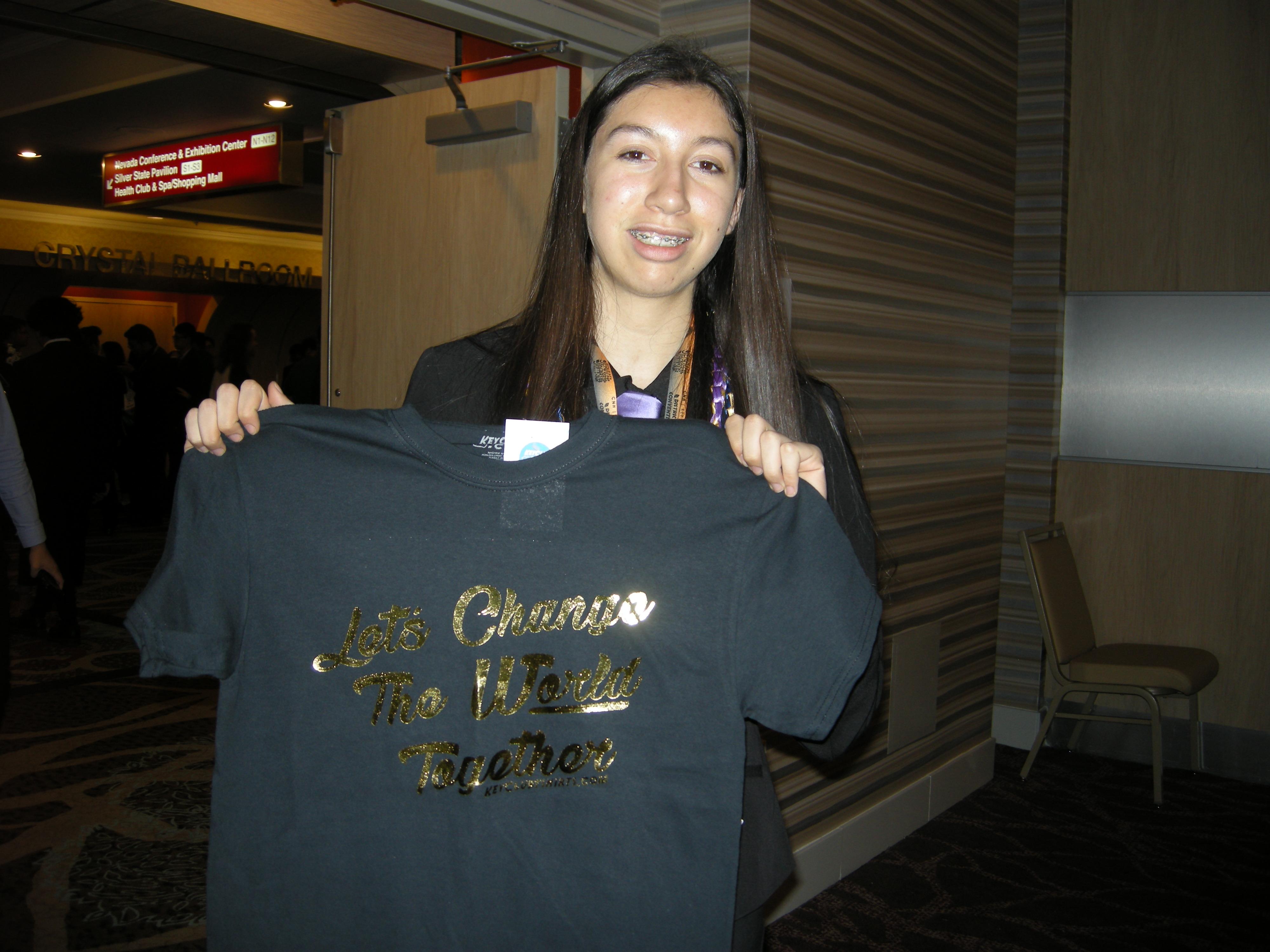 Anahi with new t-shirt