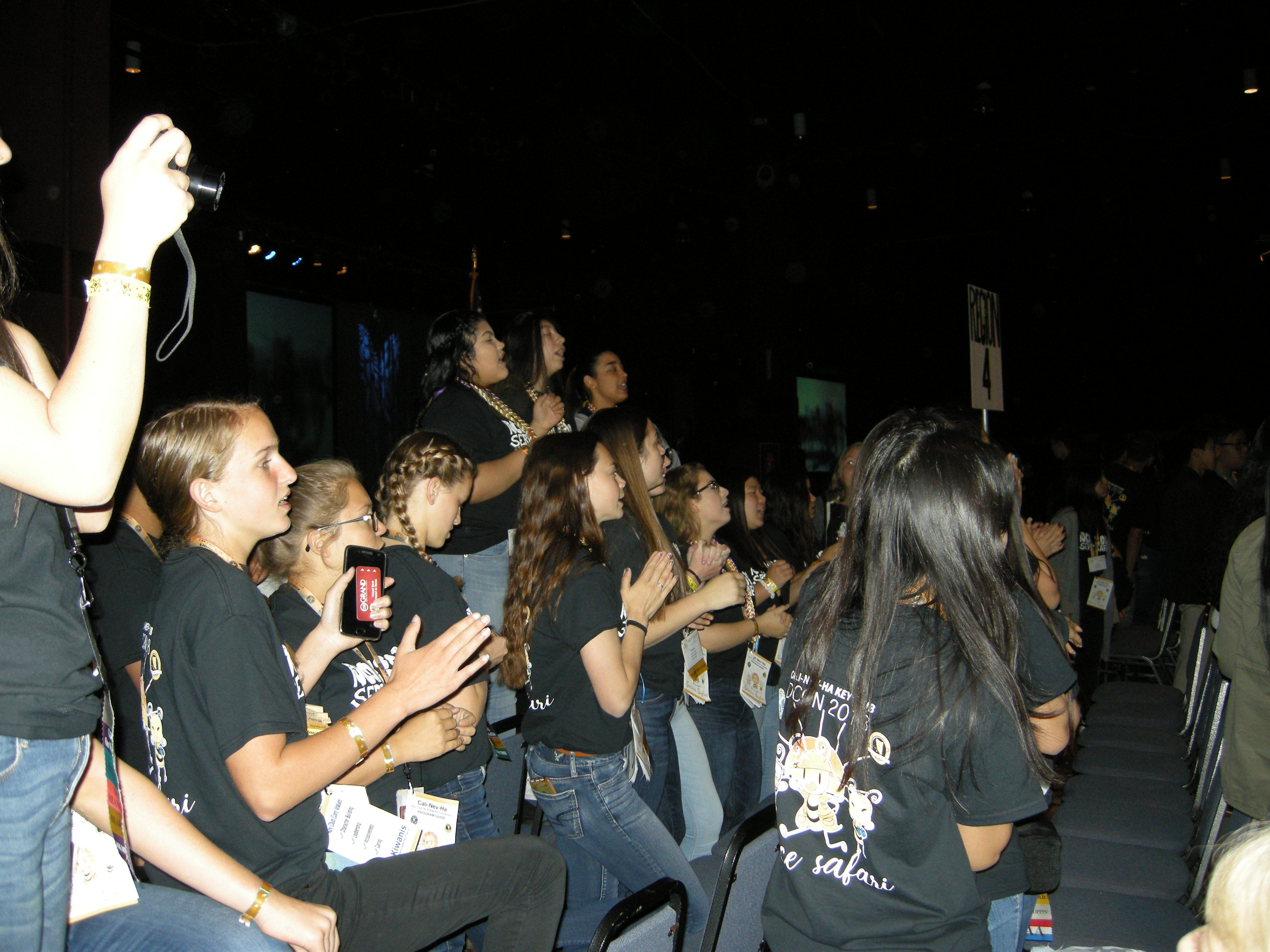 Cheering before session (2)