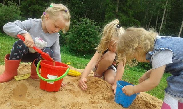 дачная детская песочница