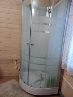 душ в туалетной комнате