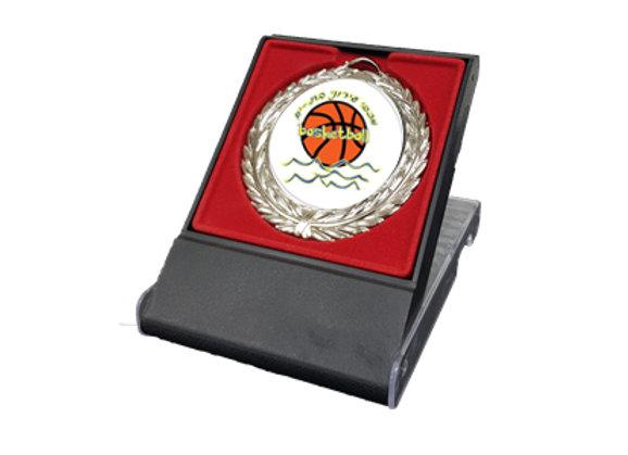 מדליה כדורסל במעמד כחול/אדום